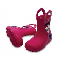 http://media.streetmarket.cz/static/stockitem/data13246/thumbs/12947-69p_pair_creative_crocs_hello_kitty_candy_blast_rain_boot__europe_fuchsia_pink_lemonade.jpg