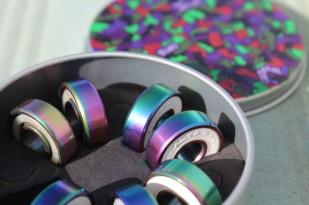 http://media.streetmarket.cz/static/stockitem/data18995/medium/rodamientos-skate-blurs-titanium-colorful-1100x733.jpg